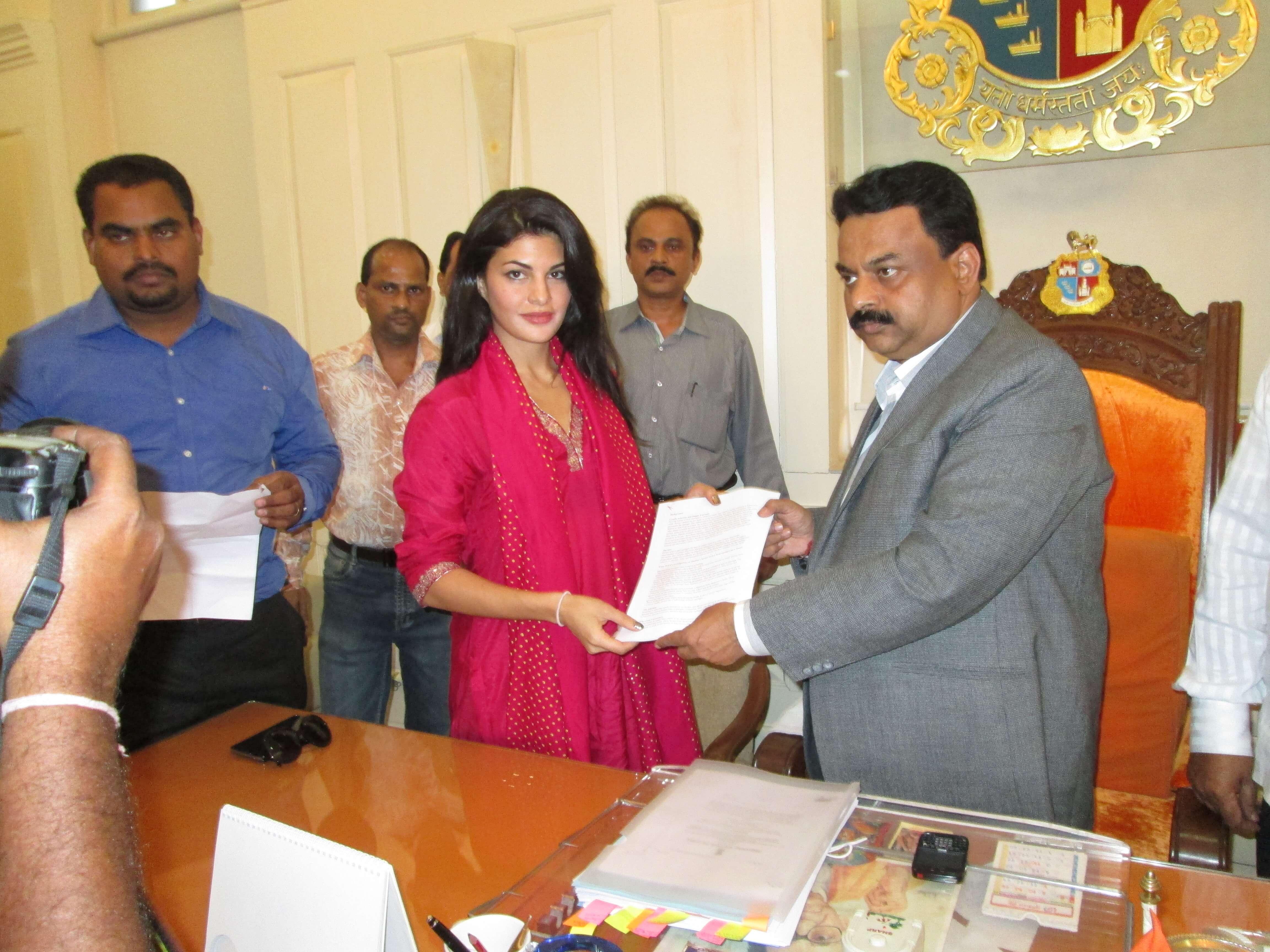 Dr Manilal Valliyate, PETA's director of veterinary affairs; Jacqueline Fernandez, Bollywood actor and Sunil Prabhu, the Mayor of Mumbai