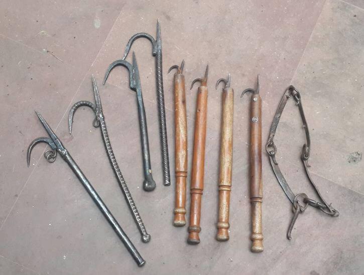 These eight iron ankuses were seized.