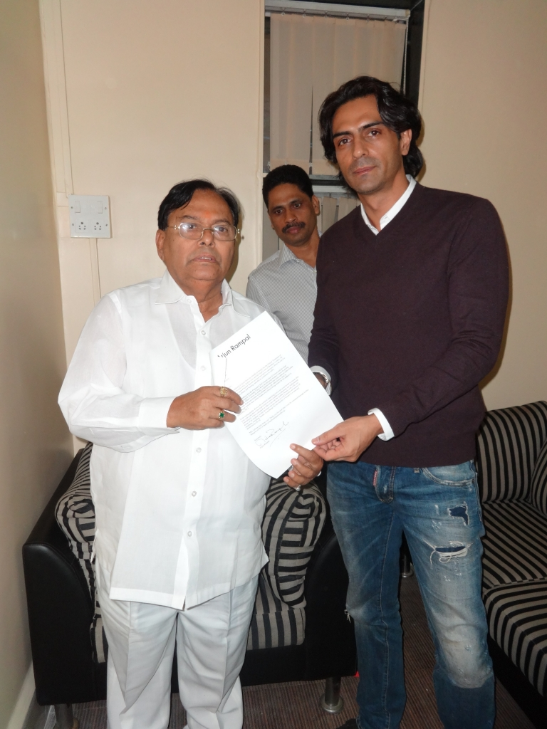 arjun-rampal-meets-minister-for-sunder
