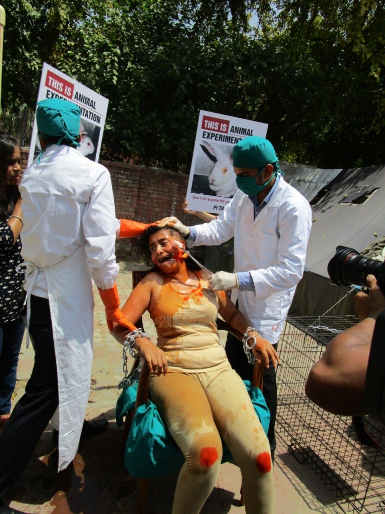 woman experimented on demo photo - delhi 23 april 2015 (1)